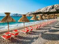 Strand på den Baska ön av Krk Kroatien
