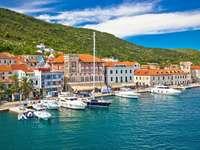 Вис, островен град Хърватия