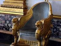 Tron Pałacu Królewskiego w Casercie we Włoszech