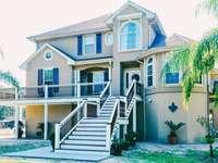 biało-niebieski dom