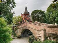 vista com o castelo e a ponte