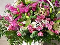 λουλούδια σε ένα καλάθι