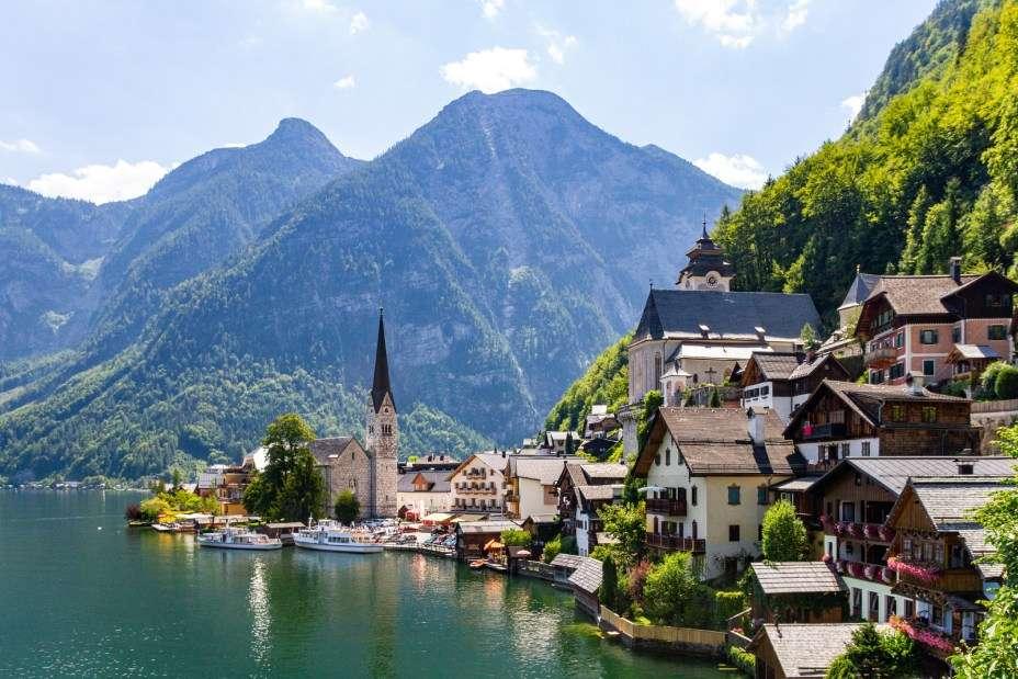 pueblo en las montañas cerca del lago - m (13×9)