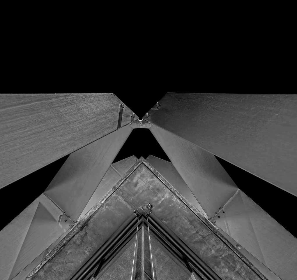 ve stupních šedi fotografie betonové budovy - V černé a bílé. Dübendorf, Suiza (15×15)