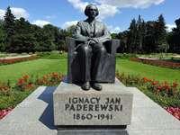 Monument till Ignacy Jan Paderewski i Warszawa