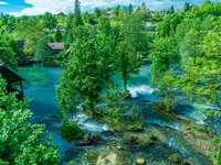 Chutes d'eau des lacs de la région de Slunj Croatie
