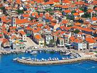 Vodice Stadt in Kroatien