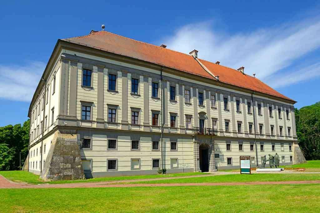 Замъкът Чаковец Хърватия (16×11)