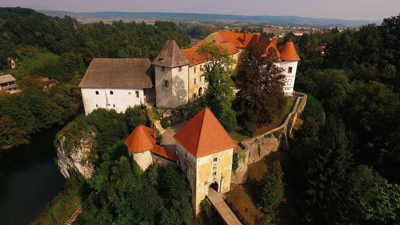 Замъкът Озал Хърватия (17×10)