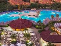 soirée dans un hôtel avec piscine