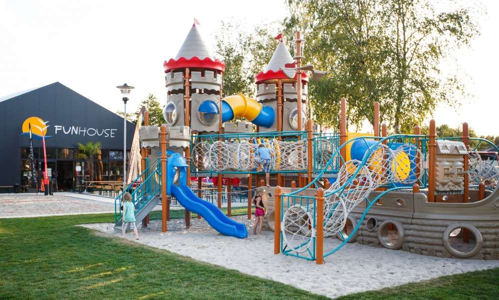 dětské hřiště v líné (13×8)