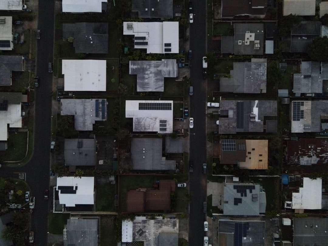 dulap din lemn alb și negru - Dron împușcat. 2133 Aʻamanu St, Pearl City, Statele Unite (8×6)
