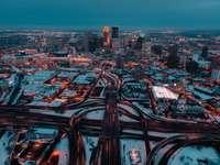 orizontul orașului în timpul nopții
