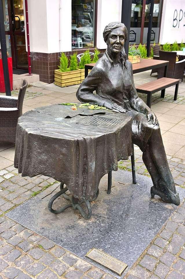 Monumentul Agnieszka Osiecka din Varșovia - Monumentul lui Agnieszka Osiecka - un monument situat în Varșovia în districtul Praga-Południe, în Saska Kępa la intersecția ul. Francuska și ul. Apărători (2×4)