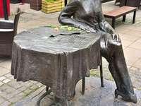 Паметник на Агнешка Осиека във Варшава