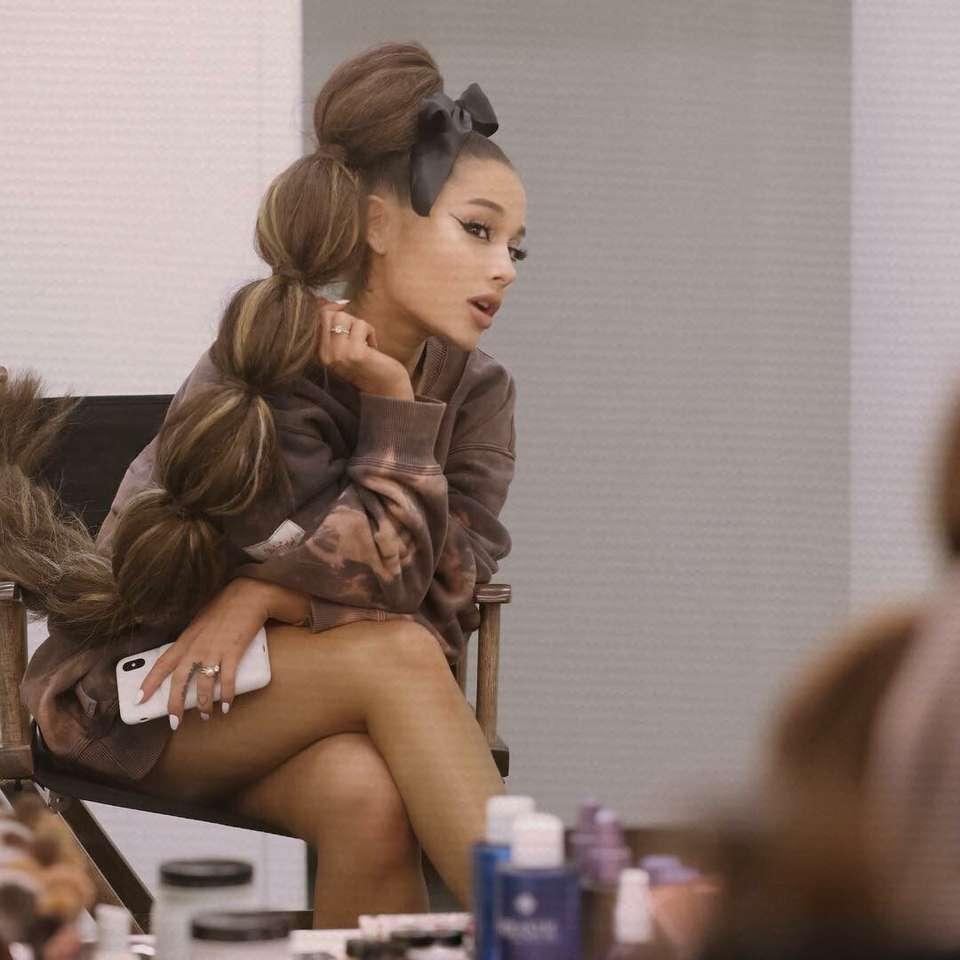 Ariana Grande - El pelo largo de Ariana Grande (6×6)