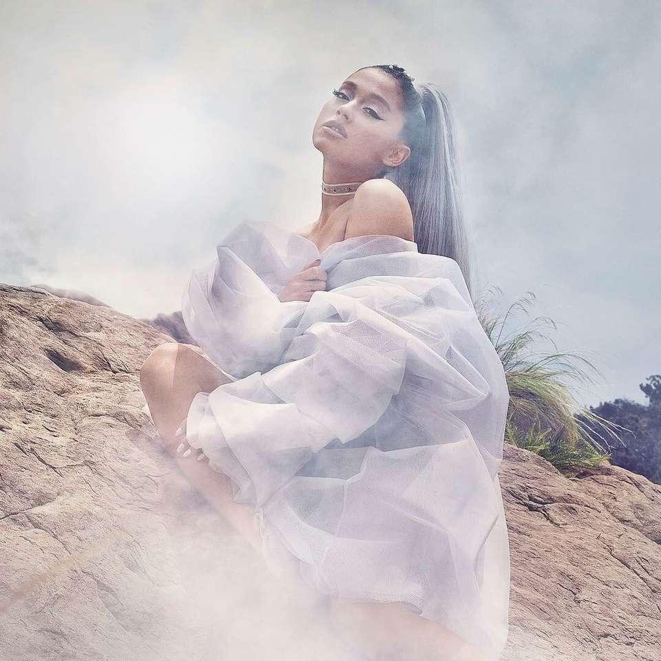 Ariana Grande - Ariana Grande na fumaça (5×5)