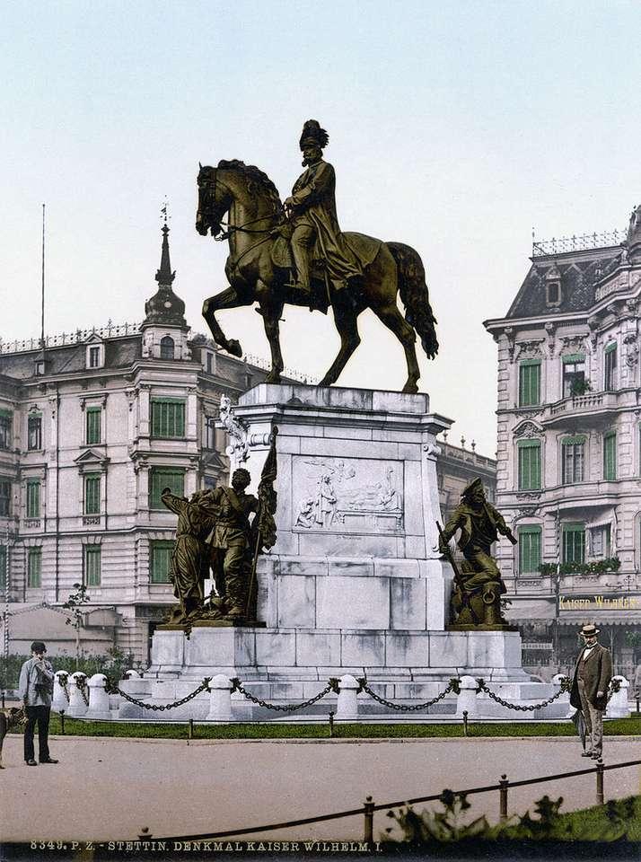 Památník Williama I. ve Štětíně - Památník Wilhelma I. ve Štětíně - dnes již neexistující jezdecký pomník pruského krále a německého císaře Wilhelma I. Hohenzollern, dříve umístěný ve Štětíně na křižovatce (2×4)