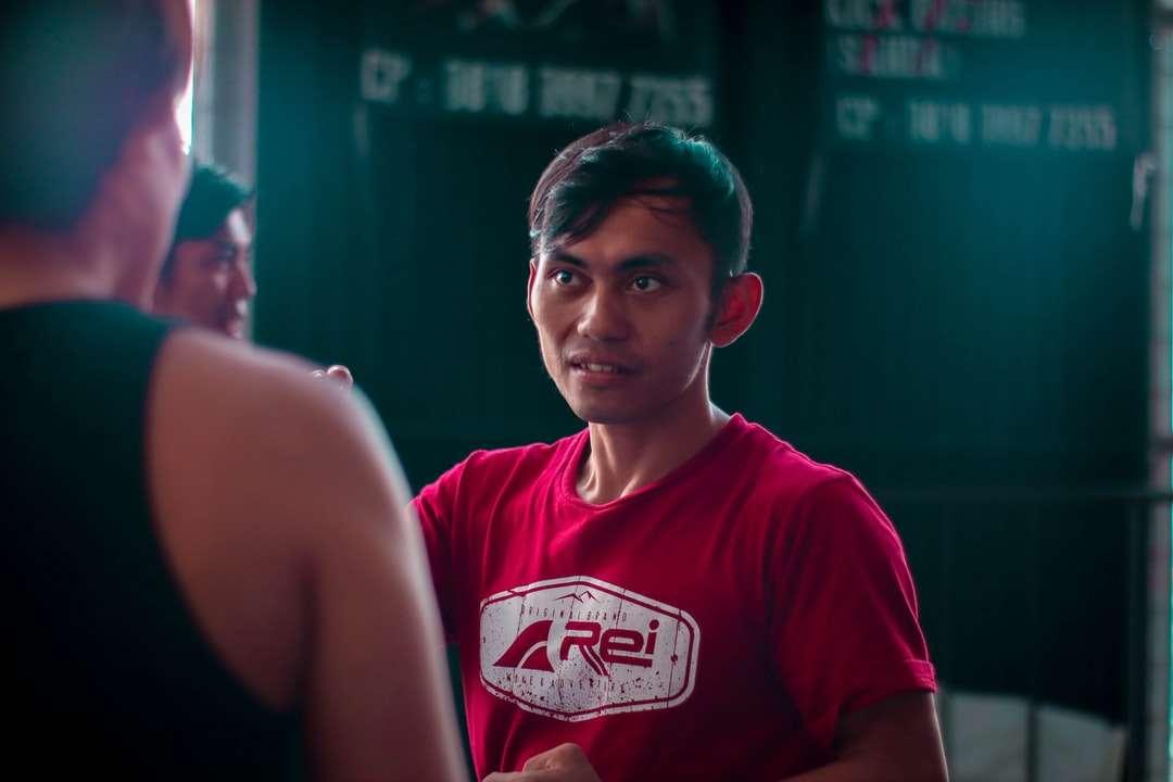 hombre en camiseta roja con cuello redondo - Nextlevel Outbound Indoor Adventure Indonesia Bandung, ParisvanJava Sport Sporty Wall Climbing Outing Potrait Insta: @adzirahadiansyah . Bandung, ciudad de Bandung, Java Occidental, Indonesia (10×7)