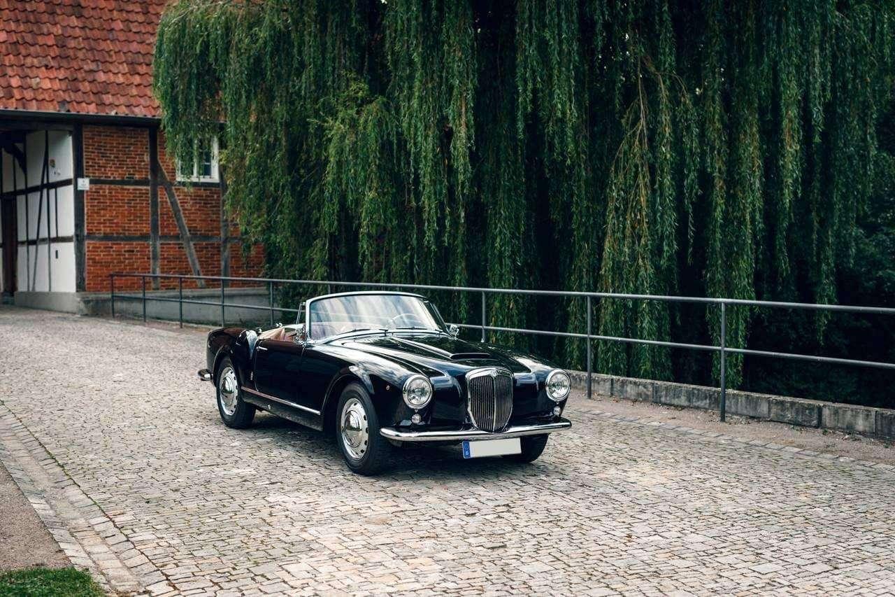 Aurelia cabriolet B 24 1958 - Lancia Aurelia е автомобил, произведен от Lancia от 1950 до 1958 г., по-точно версията B24, първо Spider, а след това и кабриолет, е (12×8)