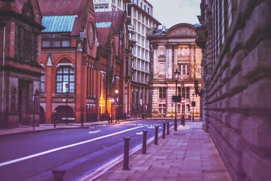 кафява и черна бетонна сграда през деня - Маргарет Стрийт, Бирмингам, Великобритания. Бирмингам, Великобритания (15×10)
