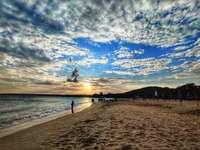emberek a strandon napközben