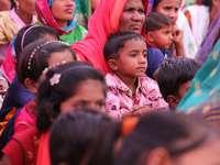 gyermekek rózsaszín és fehér virágos inget