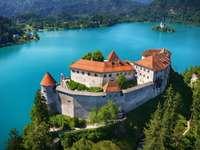 Castillo en el lago Bled en Eslovenia