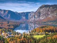 Lago Bohinj en Eslovenia