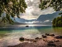 Lacul Bohinj din Slovenia