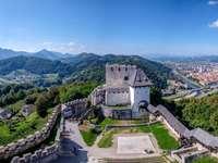 Ciudad de Celje con castillo en Eslovenia