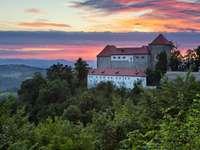 Grad Podsreda ve Slovinsku