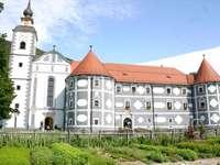 Миноритски манастир Олиме в Словения