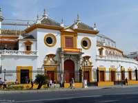 tjurfäktningsarena byggnad i Sevilla