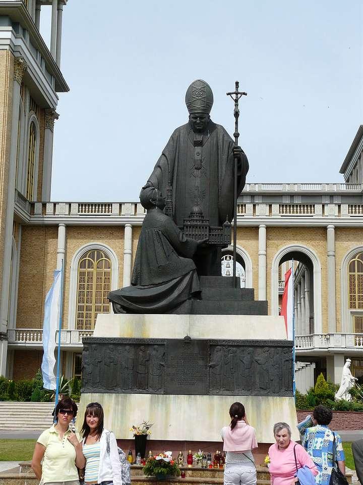 Påven Johannes Paulus II monument - Monument över Johannes Paul II - skulpturala och arkitektoniska monument uppförda för att fira personen och pontifikatet av Johannes Paul II i Polen och utomlands. Fram till Johannes Paul IIs död (3×5)