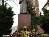 Паметници на папа Йоан Павел II