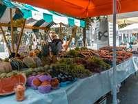 Lublaňský trh stánky Slovinsko