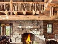 Holzinnenraum mit Kamin