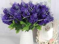 λουλούδια σε λευκό βάζο