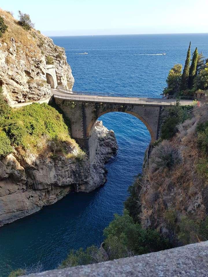 Fiordo di Furore Costa de Amalfi Italia - Furore es uno de los pueblos más evocadores de la costa de Amalfi. Es un sitio del patrimonio de la UNESCO y es uno de los pueblos más bellos de Italia. Principalmente conocido por el fiordo (9×12)