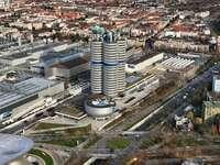 a légi felvétel a város épületei nappal