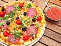 pizza mártással