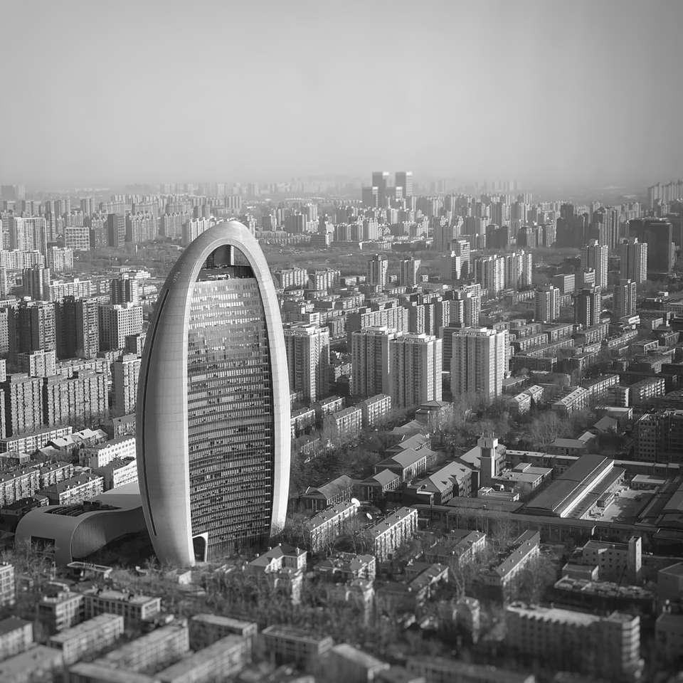 fotografie în tonuri de gri a clădirilor orașului - Strada Jinghua South, Beijing, China (18×18)