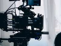 câmera de vídeo preta e cinza
