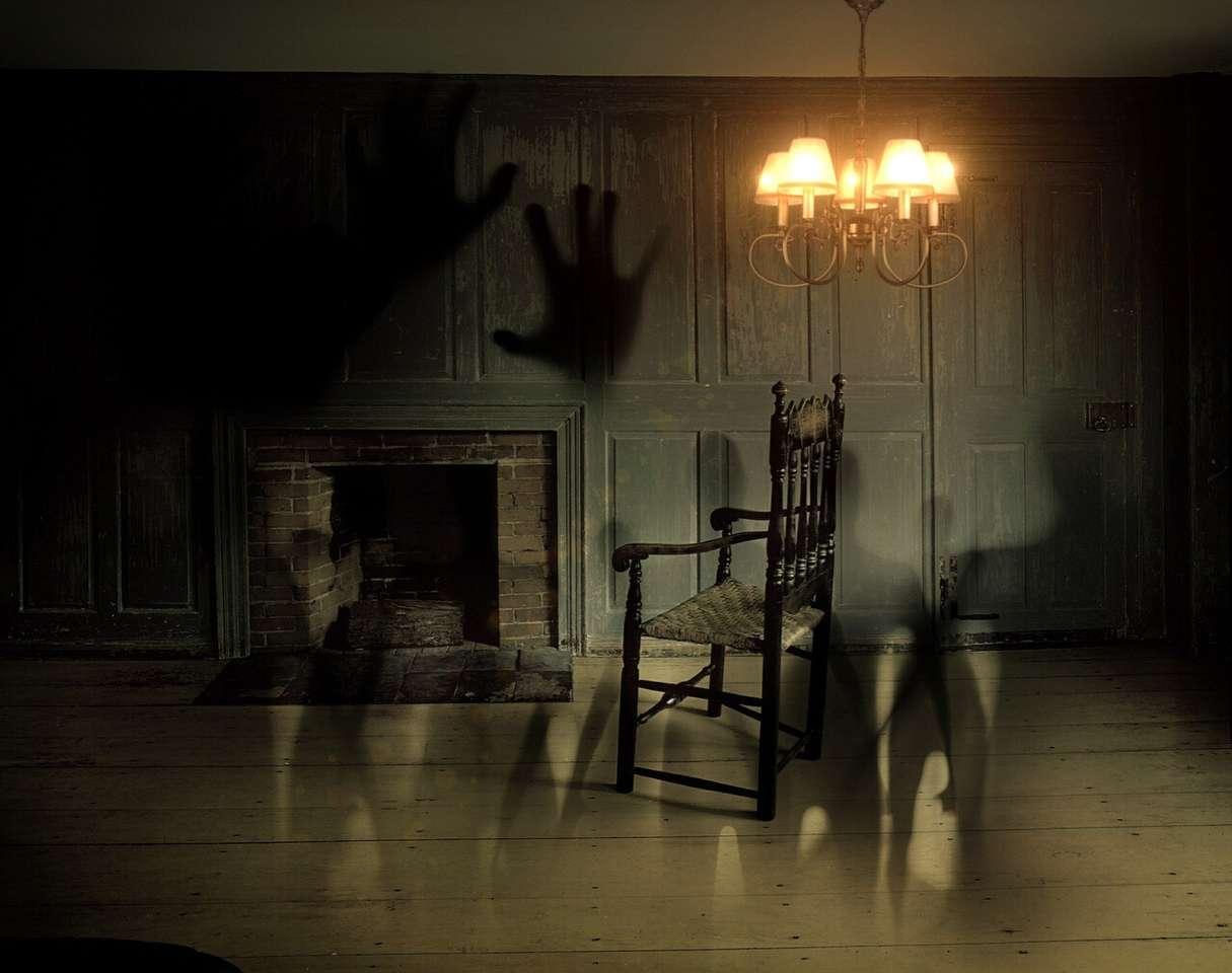 тъмна стая на ужасите (13×11)