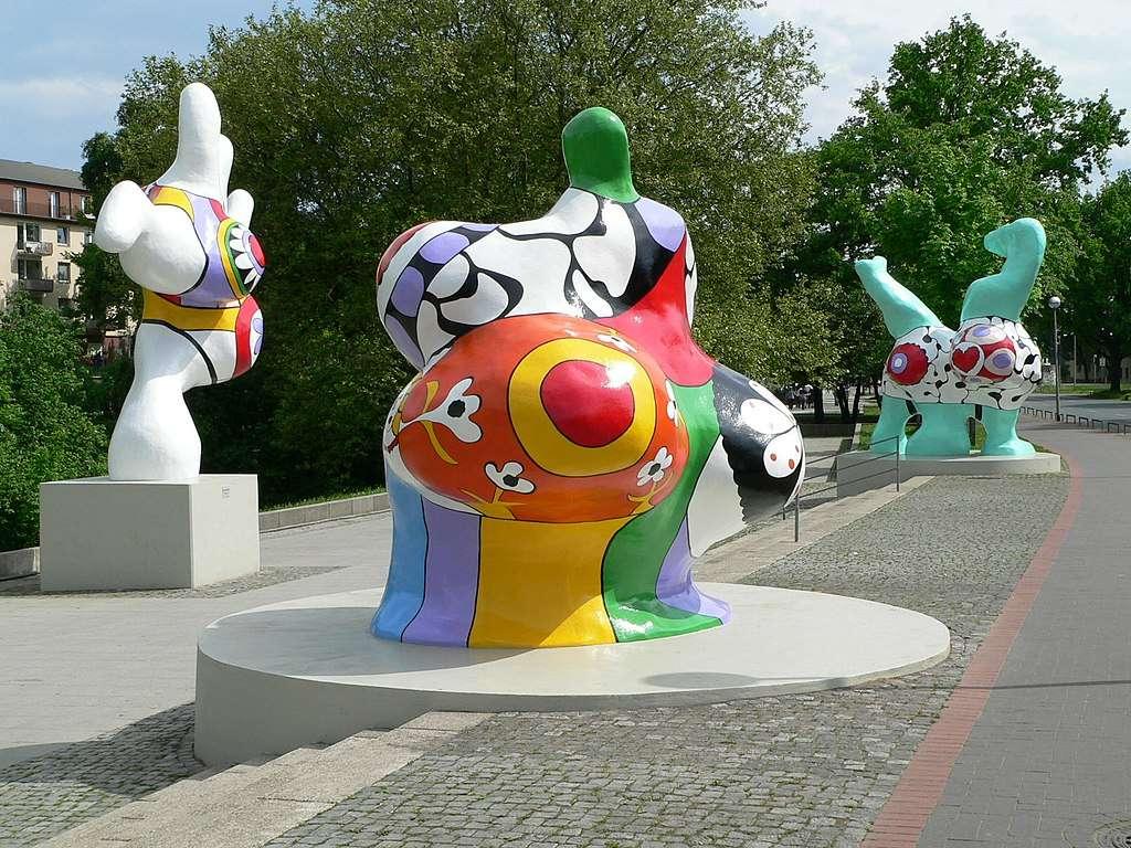 Niki de Saint Phalle - Niki de Saint Phalle ansvarig. Catherine Marie-Agnès Fal de Saint Phalle (född 29 oktober 1930 i Neuilly-sur-Seine, död 21 maj 2002 i San Diego) - fransk skulptör och målare (2×2)