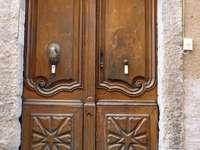door in Aix en Provence