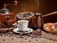 gemahlener Kaffee für Croissants