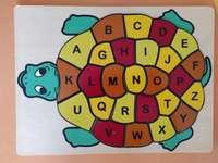 Broasca cea deșteaptă cu litere colorate de la A Z
