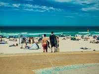 Menschen am Strand tagsüber